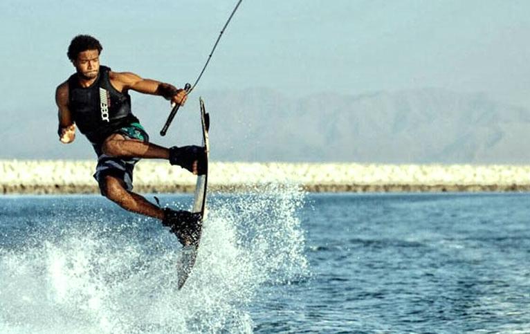 Olahraga Air yang Menggunakan Wakeboard