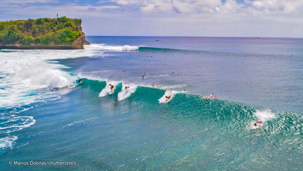 Enam Pantai Terbaik Bermain Selancar Di Bali
